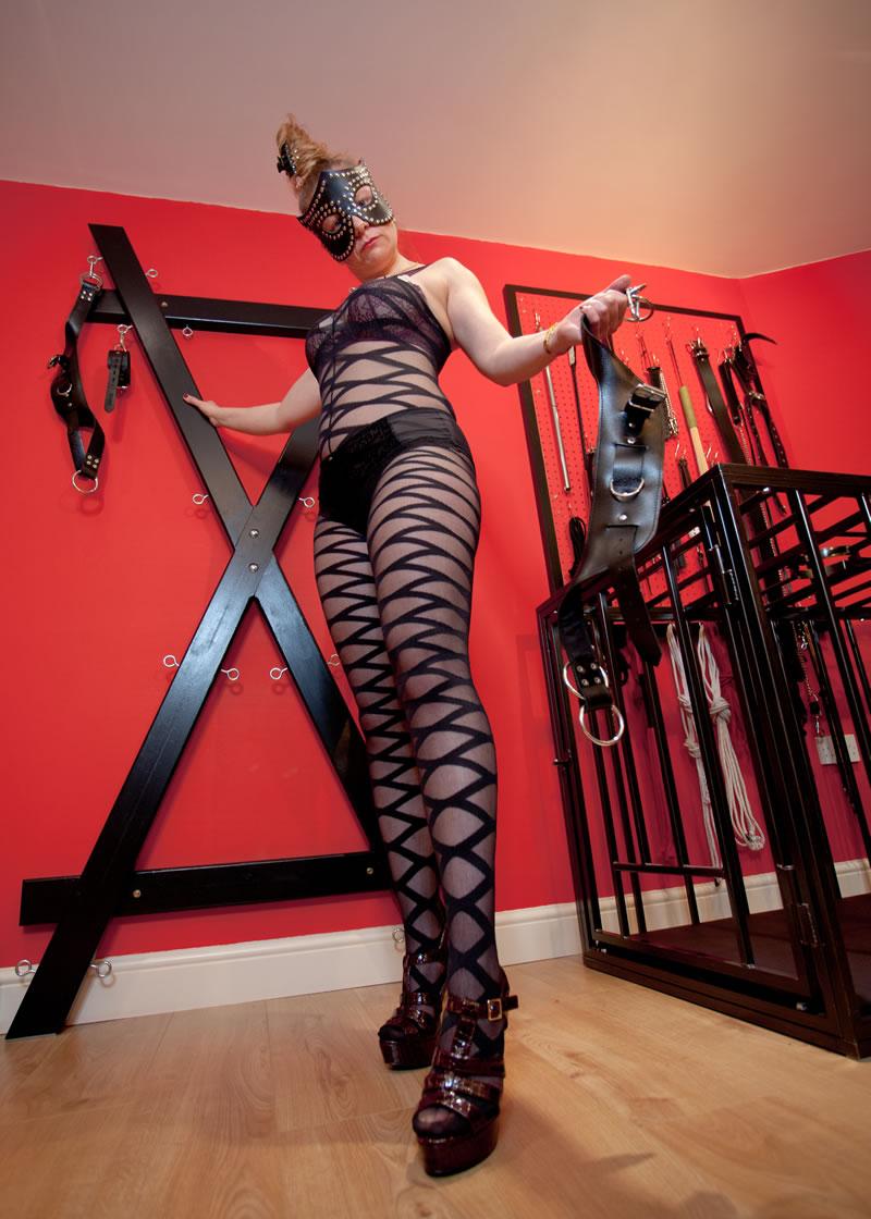 2 mistresses 2 slaves 2 whips - 2 7