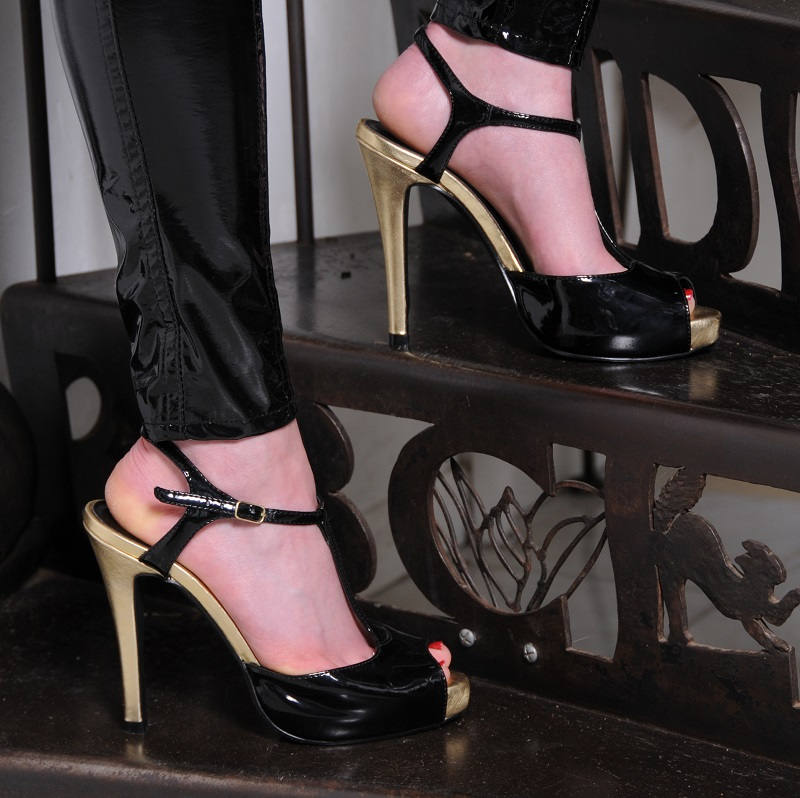 1st gold shoes web